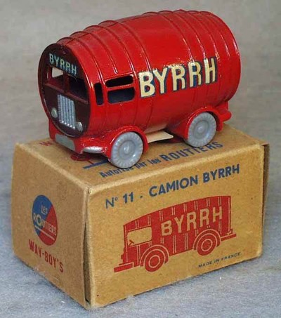 http://www.sportgoodies.fr/Collection/Miniatures/Rouliers/low/renault 5T Byrrh Les routiers_3.jpg