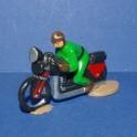 Moto verte suiveur course cycliste