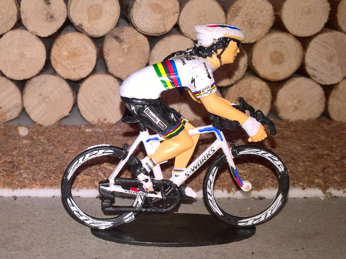 https://www.sportgoodies.fr/Collection/Cyclistes/Perso/1702_Lizzie3.jpg