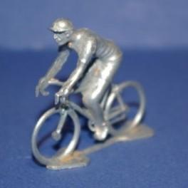 3D Die-cast cyclist vintage- Unpainted
