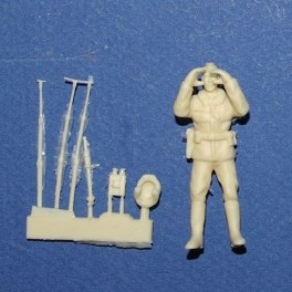 French Gendarme with speed control binoculars - Unpainted -Scale